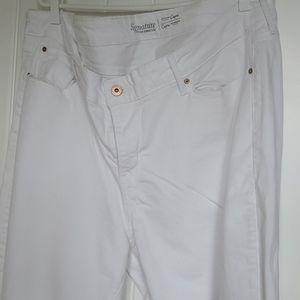 Signature by Levi Strauss & Co.™ Modern Capri